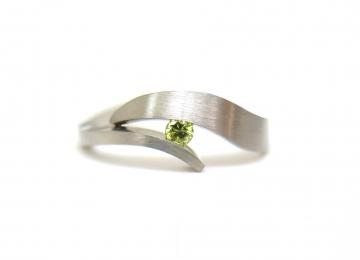witgouden_ring_met_gele_diamant.jpg