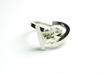witgouden_ring_met_diamant.jpg