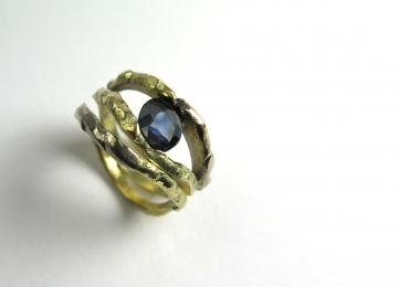 organische_ring_met_blauwe_saffier.jpg